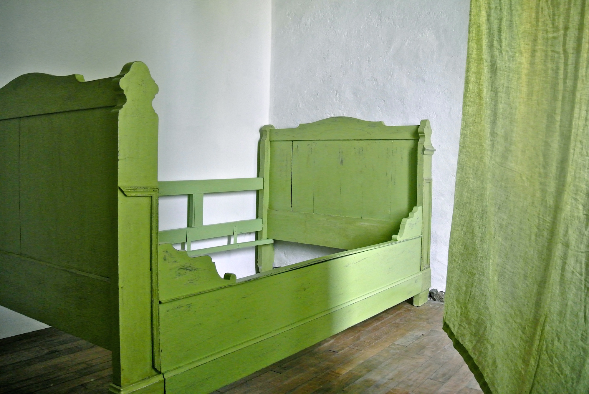 lit 1 pers patin l 39 ancienne vert prairie le meuble du photographe. Black Bedroom Furniture Sets. Home Design Ideas